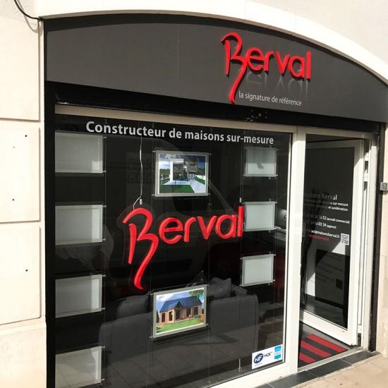 Enseigne de Maisons Berval pour l'ouverture d'une nouvelle agence
