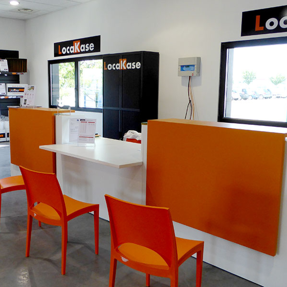 Signalétique pour l'ouverture de l'agence Locakase à Lyon